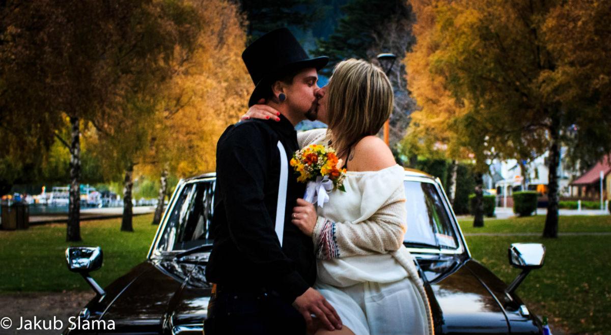 queenstown marriage celebrant autumn wedding kiss ed