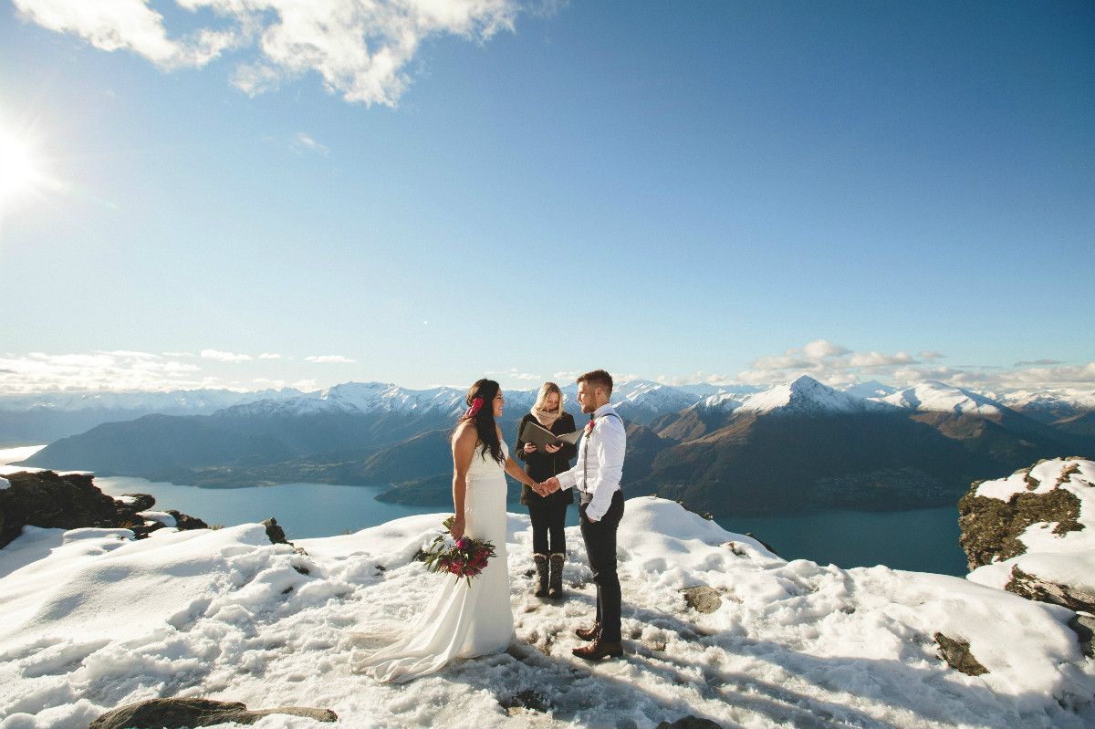 Queenstown heli-wedding in the snow!